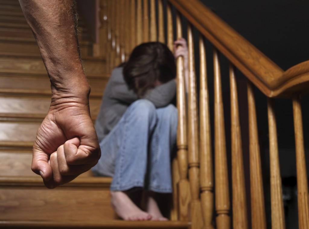 child-afraid-parents-fist
