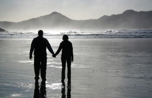 couple silhoutte beach